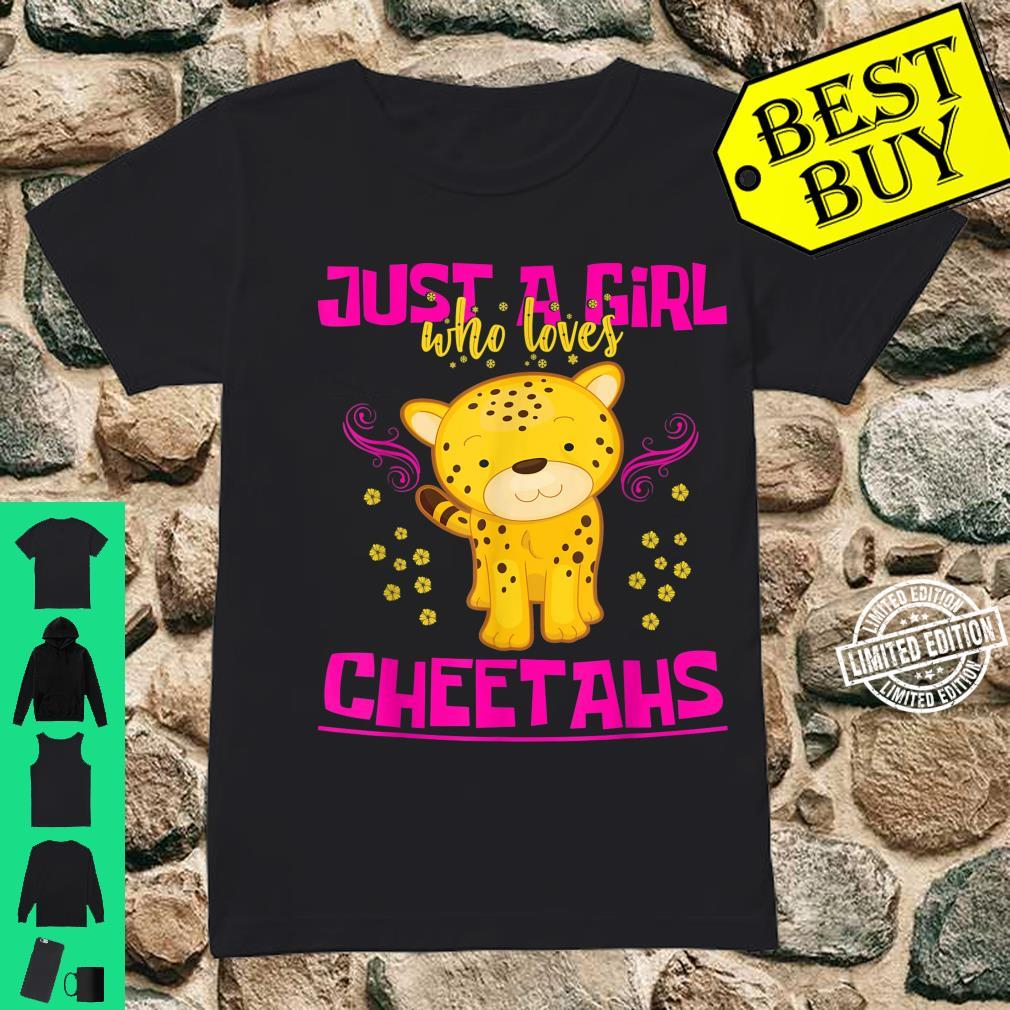 Just A Girl Who Loves Cheetahs Cat Girls Cheetah Shirt ladies tee